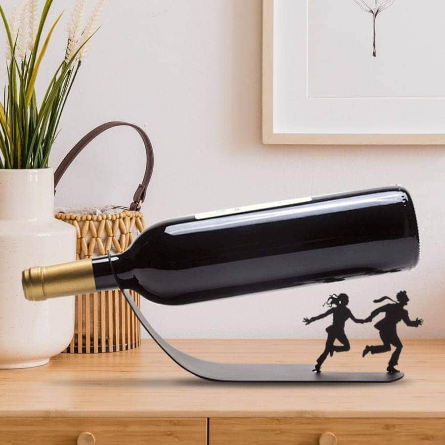 בורחים - מעמד לבקבוק יין