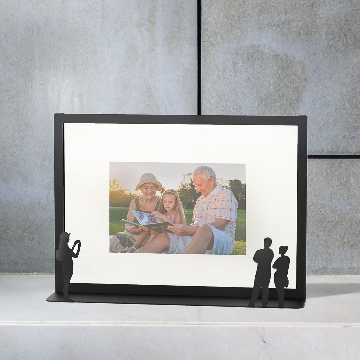 """""""יצירת אמנות"""" - מסגרת לתמונה - זוג וצלמת - שחור"""