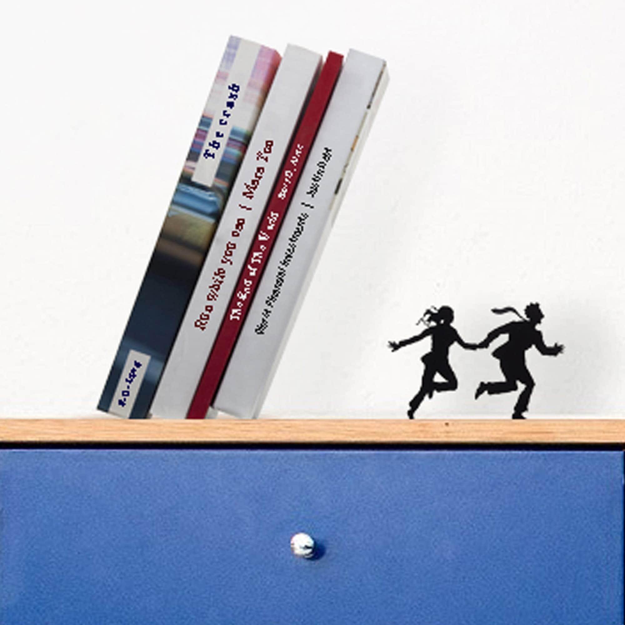תומך ספרים בורחים - Runaway Bookend